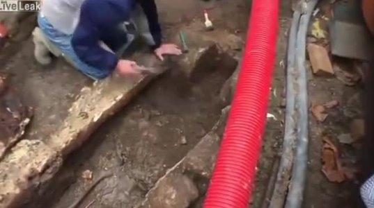 სენსაცია! ტყეში ეკლესიის ადგილას აღმოჩენილი 1000 წლის სარკოფაგს თავი ახადეს
