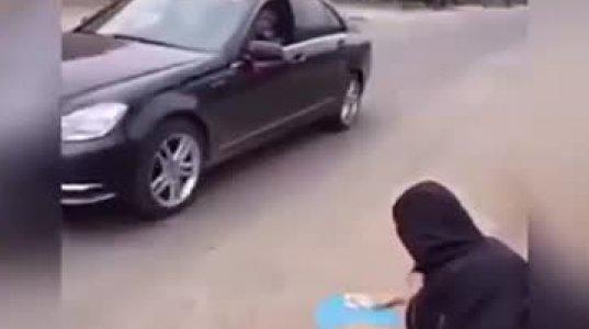 ქალის დანახვაზე მდიდარმა ბიჭმა მანქანა გააჩერა და ... რა მოხდა შემდეგ