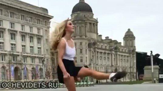 ირლანდიური ცეკვის დიდოსტატი გოგო საოცრად ცეკვავს