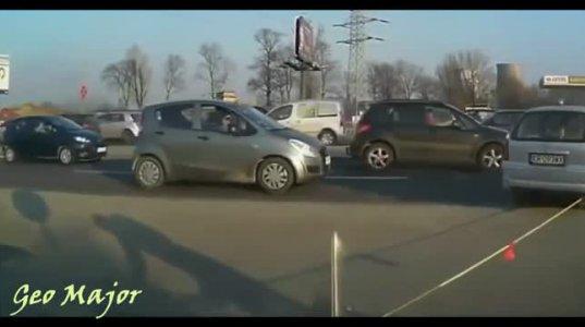 როცა საჭესთან ქალი ზის  ვიდეო კრებული