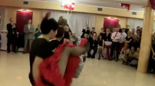 ასე ერთობიან რუსულ ქორწილებში