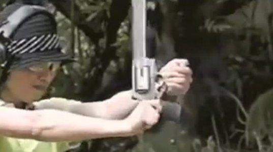 ქალი და მსვილი კალიბრის იარაღი შეუთავსებელია. ხოხმა