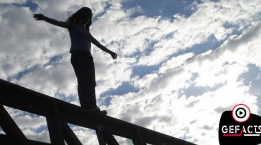,,ლურჯი ვეშაპი'- თამაში, რომლის გამოც ბავშვები თავს იკლავენ