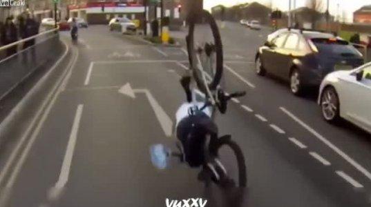 არ გადაწყვიტო ჟაკეტის გახდა როდესაც ველოსიპედზე ზიხარ