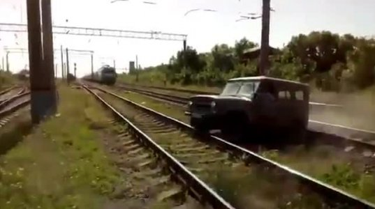 """""""სასწრაფოდ გადმოხტი მანქანიდან!"""" - მატარებელმა """"უაზი"""" გასრისა"""