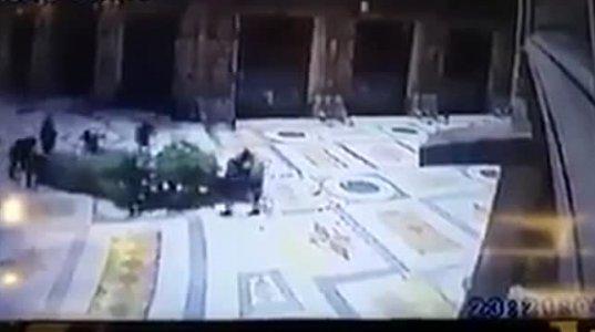 იტალიაში კამერებმა არაბი დევნილების ვანდალური ქმედება დააფიქსირა