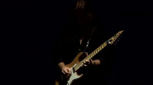 7 წლის წინ გარდაცვლილი დიო მსოფლიო ტურნეში მიდის-(ჰოლოგრამა-We Rock)