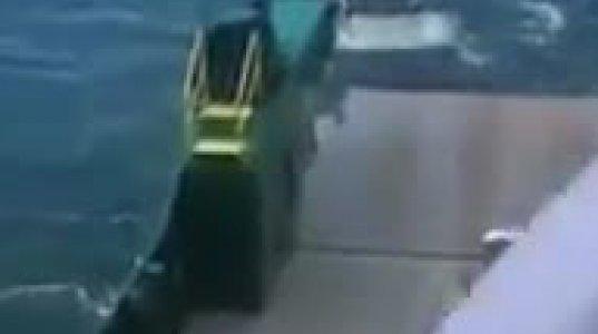 ხელის მუხრუჭის გამოუყენებლობის გამო მანქანა ბორანიდან გადავარდა ზღვაში