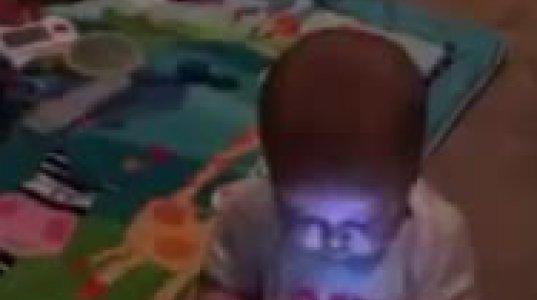 ბავშვმა ისტერიული ტირილი მხოლოდ სმარტფონის მიცემის შემდეგ შეწყვიტა
