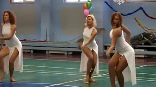 ულამაზესი და საოცარი სხეულის მქონე გოგონების ტრიოს ცეკვა