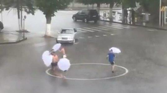 ასე აღნიშნეს წვიმის მოსვლა რაჭაში