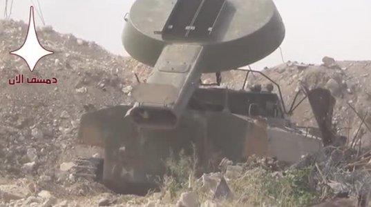სირიის არმიის მებრძოლები ქალაქს ნაღმსაწინააღმდეგო სისტემით ანადგურებენ