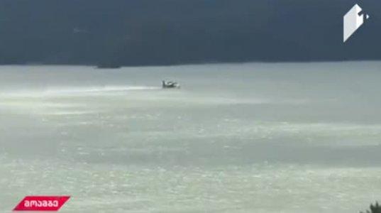 როგორ  ავსებს თურქული თვითმფრინავი ავზს ტყიბულის წყალსაცავში