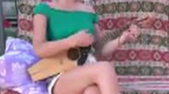 ძალზე სასიამოვნო გოგოა და ასევე სასიამოვნოდ მღერის და უკრავს