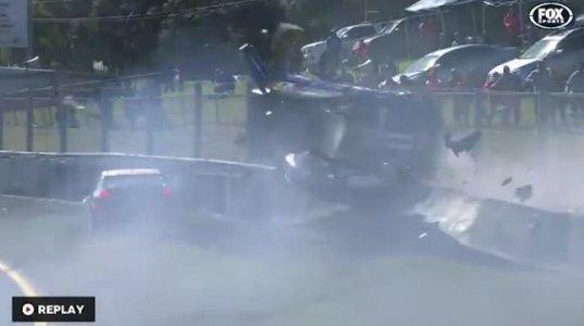 საშინელი ავარია Sandown Raceway-ის შესარჩევ რბოლაზე