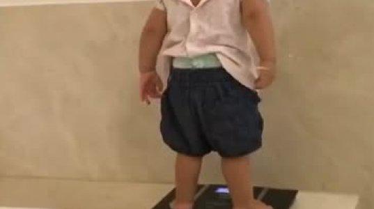 პატარა ბავშვის რეაქცია მის წონაზე აწონვის მერე, პოზიტივზე დაგაყენებთ