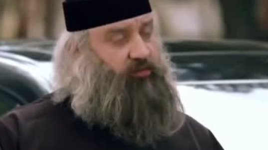 """ზესახალისო ვიდეო """"ცოდვილ""""  მამაოზე და პატიოსან საგზაო პოლიციელებზე"""