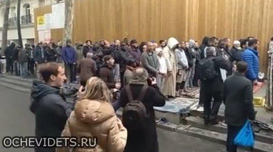 მუსლიმების მიერ ლოცვის გამო გზის გადაკვეთას ასე უპასუხეს ფრანგებმა