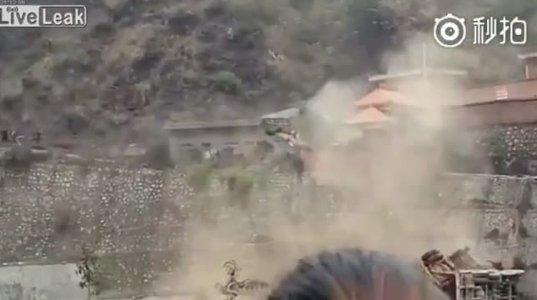 ბოსზე გაბრაზებულმა თანამშრომელმა მანქანები მდინარის კალაპოტში  გადაყარა-(ჩინეთი)