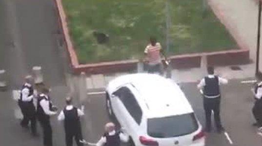 ესეც ნაქები ბრიტანული პოლიცია, ერთი  დანიანი  ფერადკანიანი ოცეულს ვერ დაუკავებია