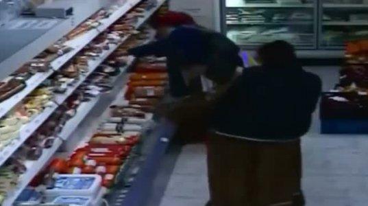 როგორ იპარავენ ბოშები მაღაზიაში - გამყიდველი შოკშია!
