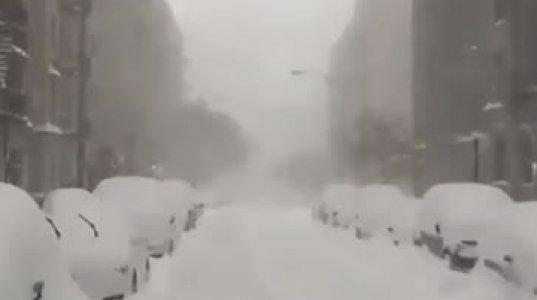 ინტენსიური თოვა ნიუ-იორკში