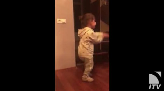 """გიორგი ბახუტაშვილის შვილის რეაქცია, როდესაც თავისი მამიკო """"ცეკვავენ ვარსკვლავებში"""" დაინახა"""