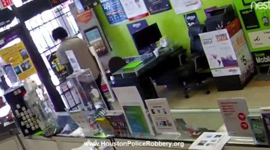 კურიოზული ძარცვა აშშ-ში: მძარცველი მაღაზიაში გამოკეტეს,რის შემდეგაც დამნაშავე იხვეწებოდა გამომიშვითო