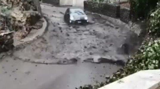 წყალს მიყვება მანქანა