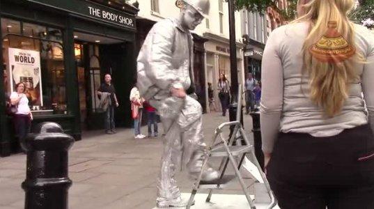 ლონდონის ქუჩაში, ვერცხლის კაცის  საოცარი საიდუმლო ნომერი