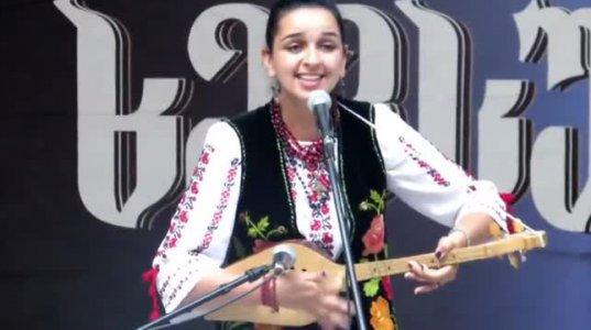 ერთერთ ფესტივალზე უკრაინელმა გოგონამ ცნობილი ქართული ფოლკროლური ჰიტი შეასრულა