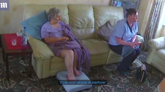 ბრიტანეთში ქალმა ფარული კამერით გადაიღო, როგორ სცემდა მის მოხუც დედას მომვლელი