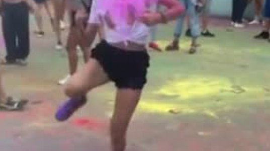 """გოგო კი არა """"ხანძარია"""" ისე ენერგიულად ცეკვავს"""