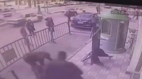 ეგვიპტელმა პოლიციელმა აივნიდან გადმოვარდნილი ბავშვი გადაარჩინა