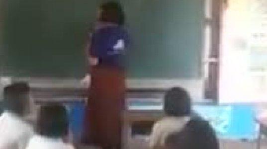 მასწავლებელს შუა გაკვეთილზე კაბა ჩასძვრა და აახარხარა მთელი კლასი
