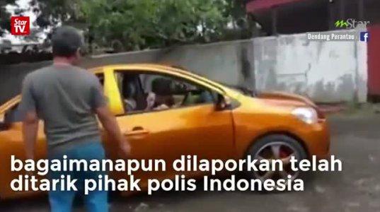 ინდონეზიაში შექმნეს უნიკალური ავტომობილი,ორი კაპოტით და ორი ძრავით
