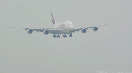 უზარმაზარი აირბუსი- A380-800-ის დაჯდომა ბირმინგემის აეროპორტში ძლიერი შტორმის დროს