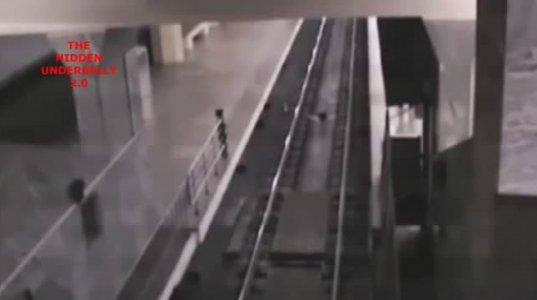 """""""მატარებელი-მოჩვეწება"""" ჩინეთის მეტროში"""