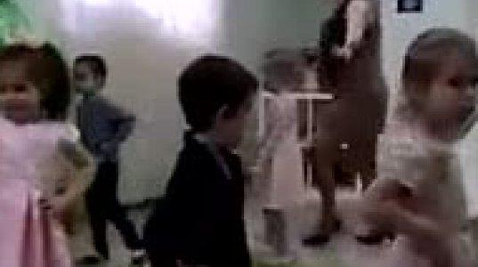 """""""ცეცხლოვანი"""" ცეკვა საბავშვო ზეიმიდან - როგორ ცეკვავს მასწავებელი"""