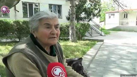 დედოფლისწყაროში 85 წლის მარტოხელა ქალი ღია ცის ქვეშ (ვიდეო)