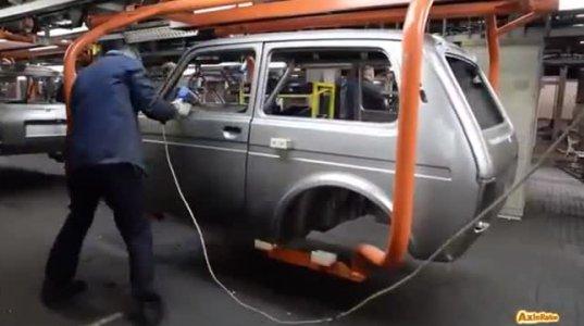 """რუსებმა ამ საუკუნეშიც ვერ აითვისეს რობოტები მანქანის აწყობისას და """"ნივას"""" ხელით აწყობენ"""
