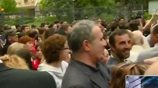 ნაცმოძრაობის წევრები სარალიძის აქციაზე იცინიან (ვიდეო)