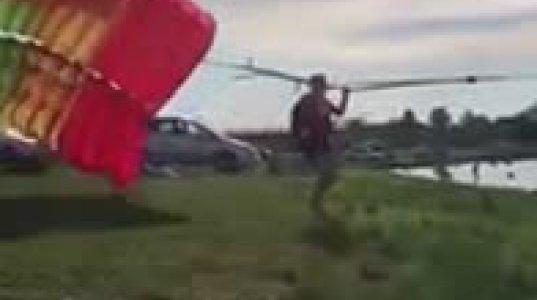 სკუტერის მძღოლის შეცდომის შედეგად რუსეთში პოლიციის მაიორი პარაშუტით აფრენისას დაიღუპა