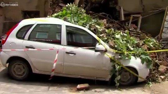 თბილისში, ძლიერი წვიმის შედეგად ავარიული შენობა ჩამოინგრა. ავლაბარი, მეტეხის ქუჩა
