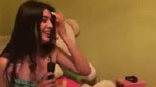 ეს ულამაზესი ქართველი გოგო სცენაზე უნდა იდგეს ისეთი ხალასი ხმა აქვს და ისე სუფთად მღერის