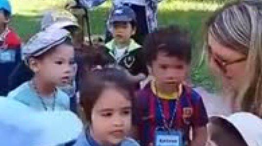 საფრანგეთში საბავშვო ბაღში ფრანგი ბავშვები ქართულად მღერიან