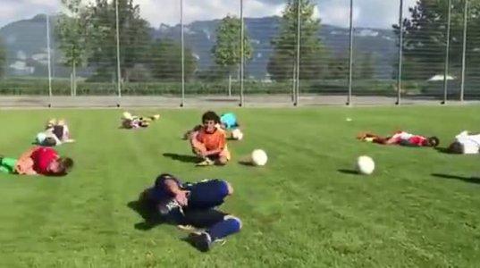 როგორ ასწავლიან ბავშვებს ნეიმარის სიმულაციას თამაშის დროს