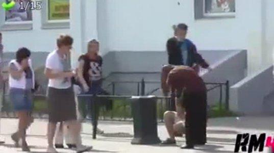 """""""კეთილი"""" რუსეთი და """"ბოროტი"""" ამერიკა ანუ სად როგორ რეაგირებენ ქუჩაში დავარდნილ ადამიანზე"""