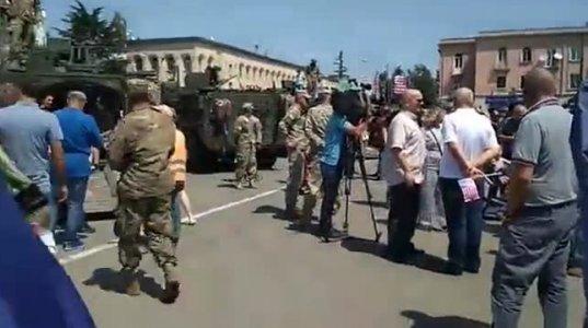 ამერიკული სამხედრო ტექნიკა ერთობლივი წვრთვნებისათვის ჩამოვიდა და გორის ცენტრში გაიარა