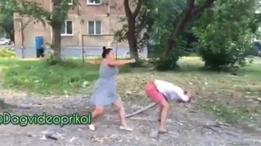 """ხეზე """"აყვანის"""" რუსული ვერსია, როცა კიბე არა აქვთ"""